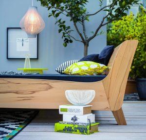 Zijaanzicht van bed Balena. Een prachtig massief houten bed, duurzaam, ecologisch, biologisch