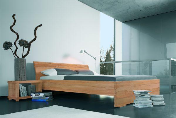 Bed Adana is een massief houten bed. Beschikbaar is diverse houtsoorten.